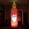 Werbeträger aufblasbare Riesenkerze leuchtet in der Dunkelheit